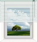 Montage der Holzjalousie vor oder in der Fensternische